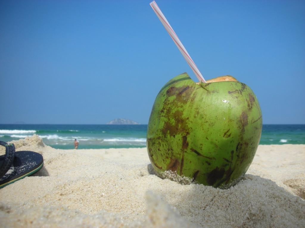 agua coco praia